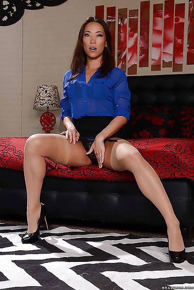 Asian model Kailna Ryu solo..