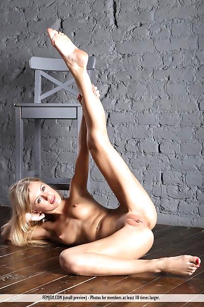 Slender blonde model Dori K..