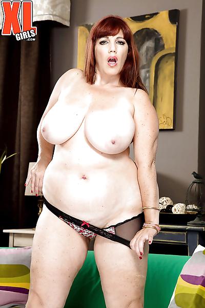 Chunky older redhead Roxee..