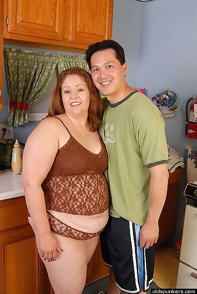 Overweight housewife Cyn..
