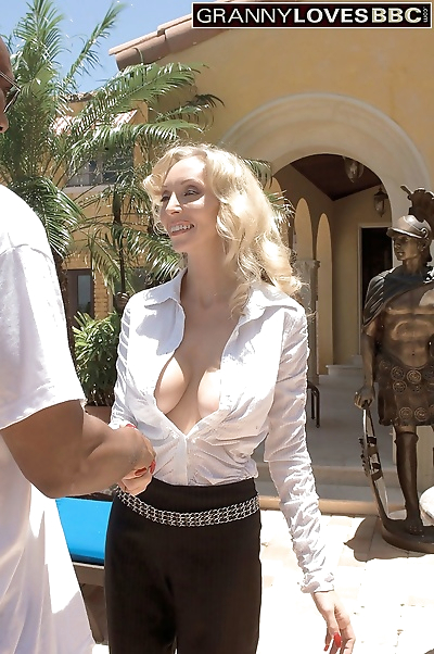 Mature blonde lady Ophelia..
