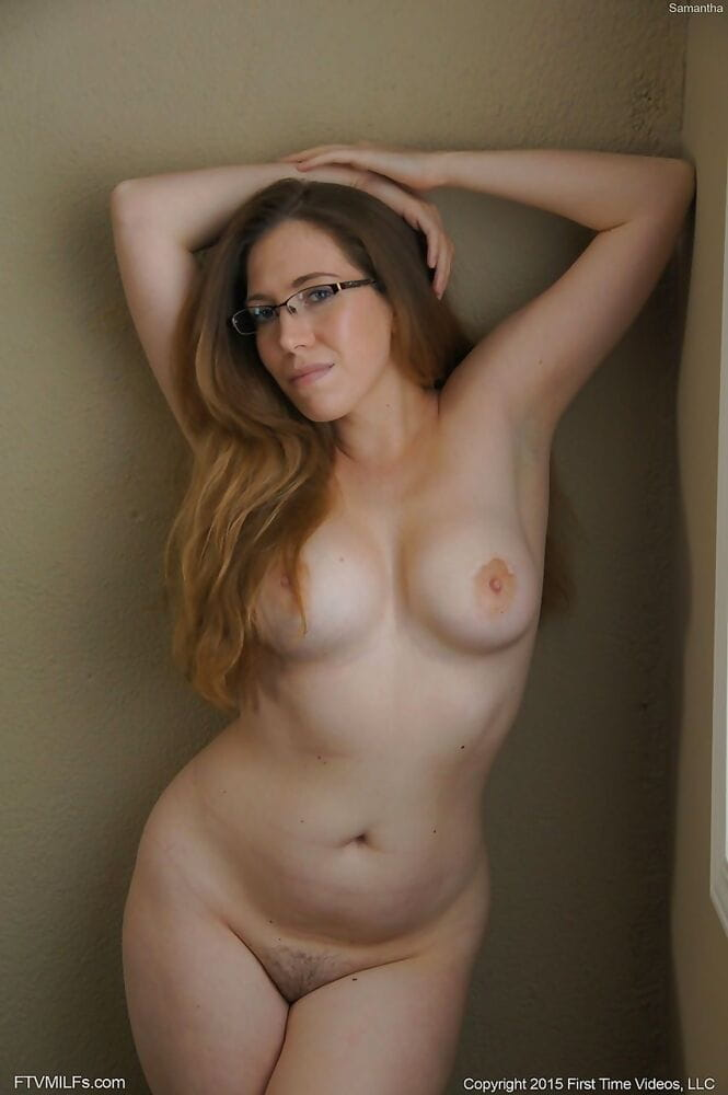 All natural nude beauty with..