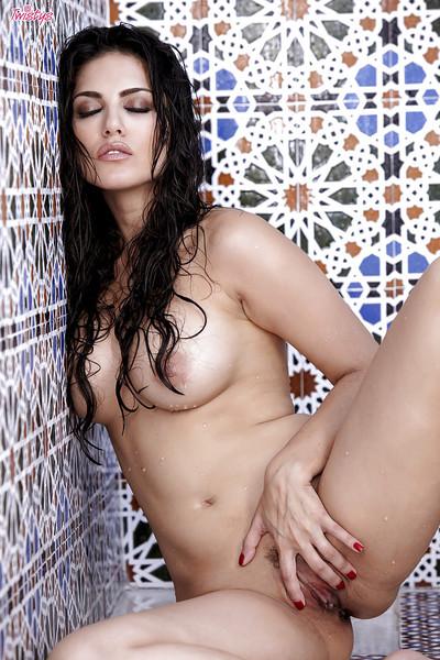 Sticky pornstar Sunny Leone..