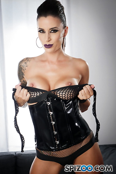 Tattooed female Gia Di Marco..